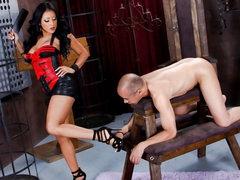 Latin chick domme Kiara Mia with great arse