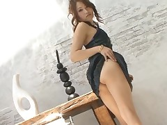 Horny Japanese hottie ravishes a lusty jock with her throat