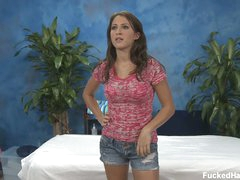 Lizz exposes her stripped gazoo before massage