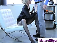 Golden-haired cougar uses toy in her pussy