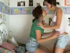 2 fantastic chicks on webcam 291129
