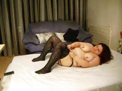 Chunky dark brown hair wearing darksome nylons sticks dildo in her fat cum-hole