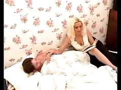 Hot mommy pleases lad with orall-service