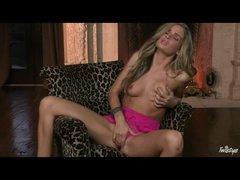 Sexy pornstar Prinzzess masturbates in pink pants